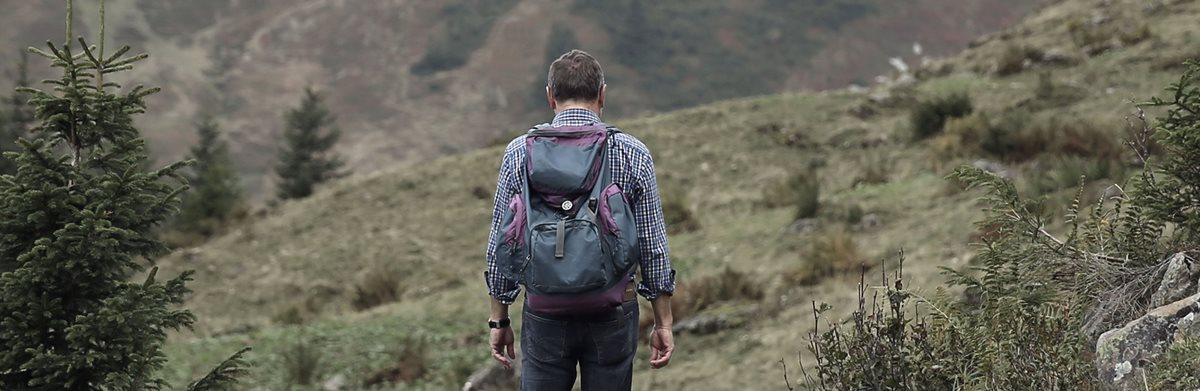 wanderer-backpack-hike-away-48137